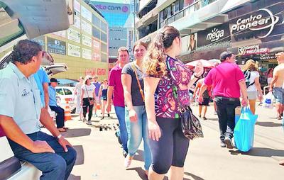 Feriado trajo alivio a comerciantes   del microcentro de Ciudad del Este