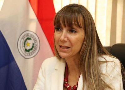 Acusan a Carla Bacigalupo por convertir consulado en seccional