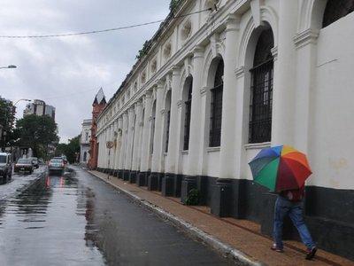 Meteorología anuncia un viernes caluroso y con lluvias