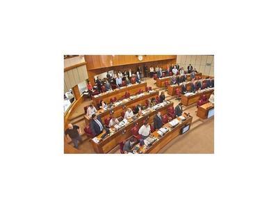 Rezo y homenaje a Dios en  Senado desatan ira de Payo