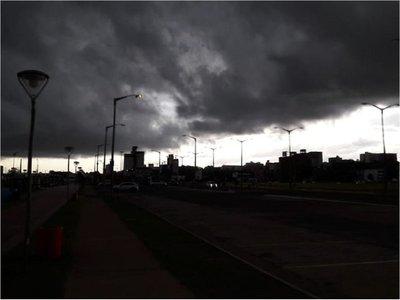 Rige alerta meteorológica para 13 departamentos