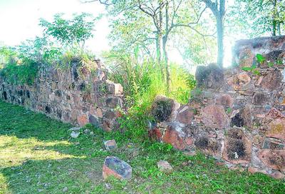 El emblemático murallón se cae a pedazos ante desidia del Gobierno