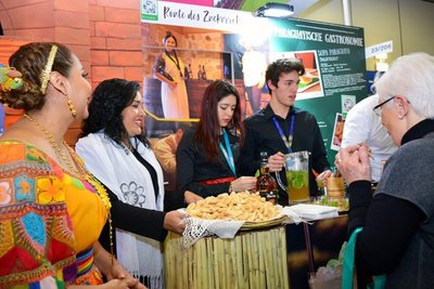 Con sus tradiciones y cultura Paraguay cautiva al público europeo