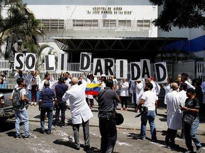 Los venezolanos enfrentan otro día sin el servicio de energía eléctrica