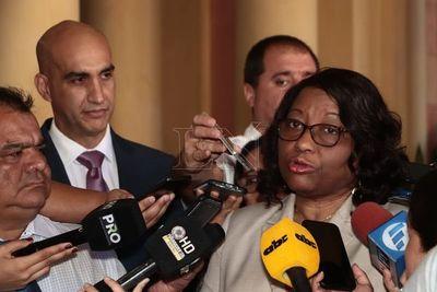 Directora de OPS visita Paraguay para fortalecer cooperación en salud