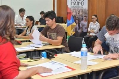 Itaipu analiza cambios en el reglamento para acceder a becas
