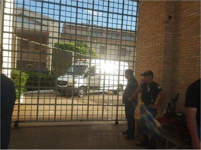 Policías reprimen a reclusos del PCC y rescatan a guardiacárceles