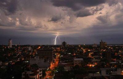 Activan alerta por tormentas eléctricas para 5 departamentos