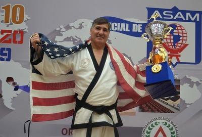 Pernas, ganador del campeonato Mundial de Artes Marciales 2019