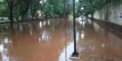 CDE bajo agua tras intensas lluvias