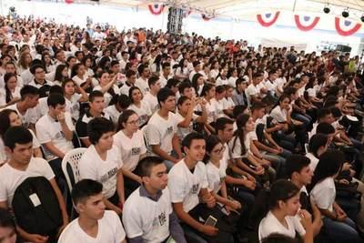 Itaipu proyecta dar más peso al aspecto socioeconómico para sus becas