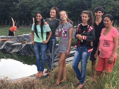 Jóvenes emprendedoras de San Pedro avanzan con proyecto de Piscicultura