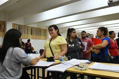 Itaipu firmará acuerdos y revisará expedientes de becarios del interior del país
