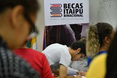 Se realiza firma de Acuerdo de Compromiso Anual y revisión de expedientes de becarios que residen en el interior del país