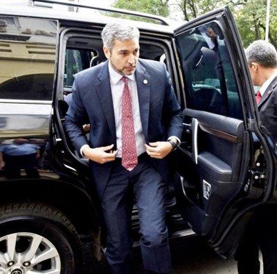 Abdo tendrá una reunión clave con sus senadores