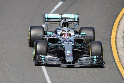Mercedes domina primera toma de contacto