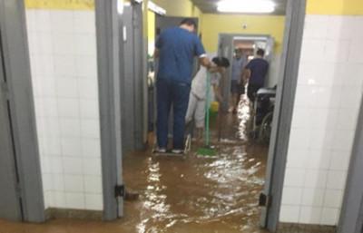 Es la primera vez que se produce una inundación Hospital Materno Infantil, dice el director