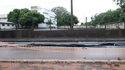 Asfalto hundido en zona de obras en San Lorenzo