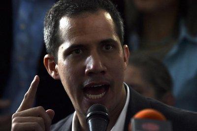 "Exiliados instan a Guaidó a que pida ""intervención humanitaria"" en Venezuela"