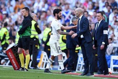 Zidane vuelve a estrenarse con victoria en el Santiago Bernabéu
