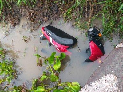 Aprovechan falta de control en el río para robar motocicletas