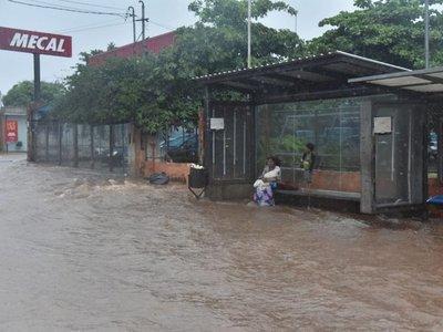 Raudales y peligro ante cada lluvia a causa de la precaria infraestructura
