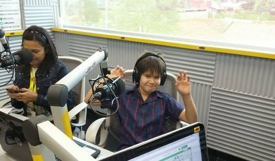 """El pequeño Iam Carlos y su disco """"Mi primer amor"""""""