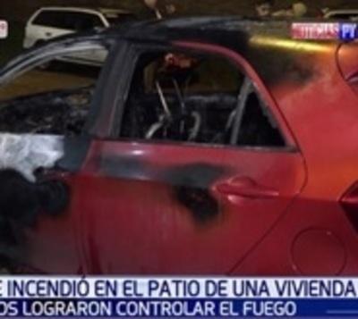 Incendian vehículo en Fernando de la Mora