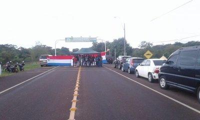 Transportistas reclaman pago a Yacyretá