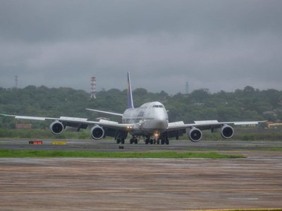 Aterriza en Silvio Pettirossi uno de los aviones más grandes del mundo