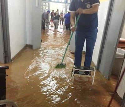 Arroyo San Lorenzo colapsó a raíz de basuras del desagüe para metrobús