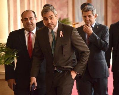 Abdo se jacta de ser líder, y no el niñero, en Añetete