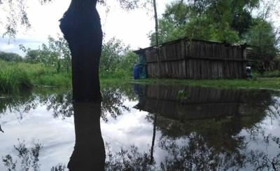 HOY / Bajo Chaco inundado: miles  a merced del hambre, víboras y  enfermedades, claman ayuda