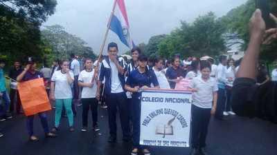Padres y alumnos cierran ruta V en Arroyo de Oro