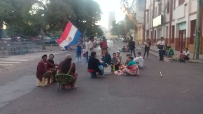 Indígenas bloquean calles adyacentes al Congreso – Prensa 5