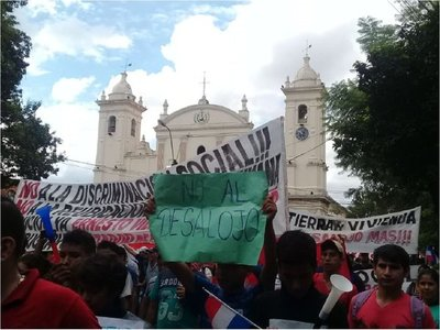 Pobladores de asentamientos marchan por el cese de los desalojos