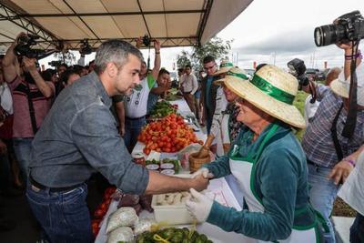 Presidente aboga por la transferencia de tecnología a pequeños productores