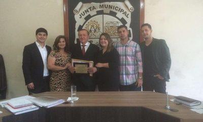 Declaran ciudadano distinguido a comisario, en Minga Guazú