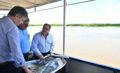 HOY / Verifican zona donde se construirá puente Carmelo Peralta-Murtinho