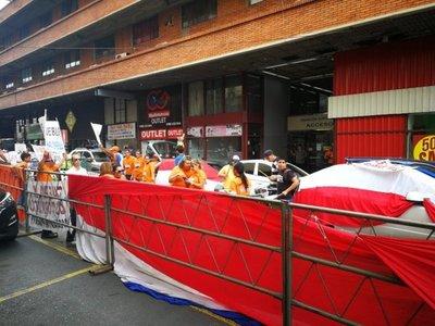 Defensores y detractores de Bacchetta, frente al JEM