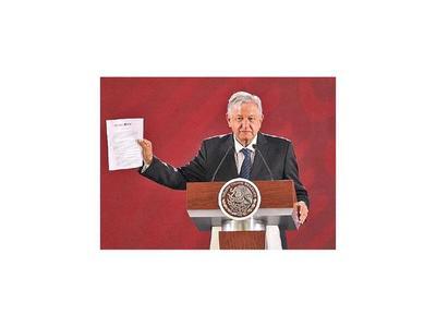 AMLO firma carta donde promete no buscar la reelección