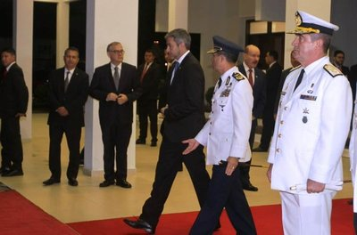 Presidente Abdo Benítez partió rumbo a Argentina