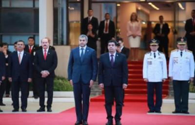 Mario Abdo parte con destino a la Argentina