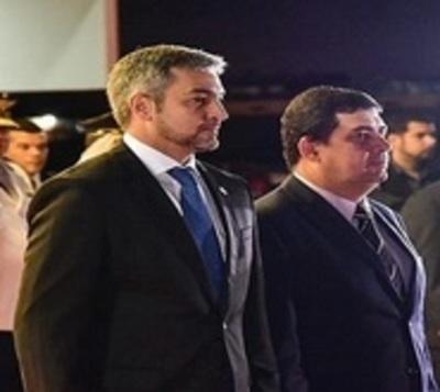 Mario Abdo viajó a Argentina para conferencia de la ONU