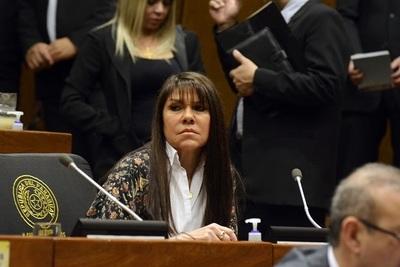Celeste Amarilla trata de burro a Friedmann y anuncia una demanda en su contra