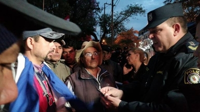 HOY / Indígenas y campesinos amanecieron en Plaza Italia
