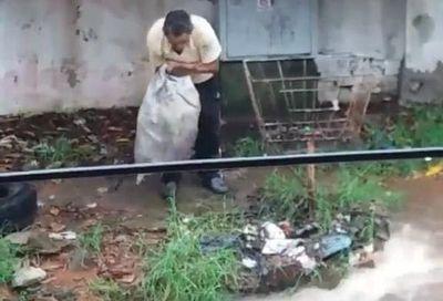 Imputan a un hombre por arrojar basura al raudal
