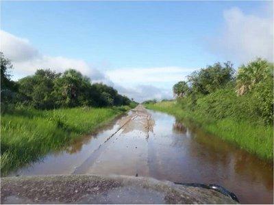 Caminos inundados aíslan a las comunidades de Alto Paraguay