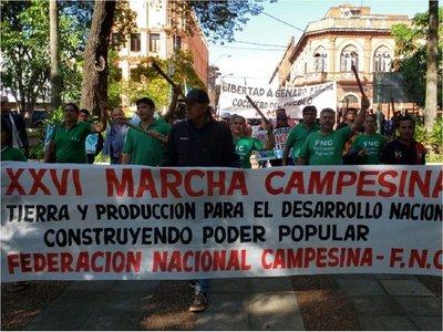 Campesinos llegan a la Plaza Uruguaya y mujeres liderarán acto central
