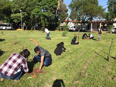 A Todo Pulmón realiza una jornada de plantación por el Día de los Bosques